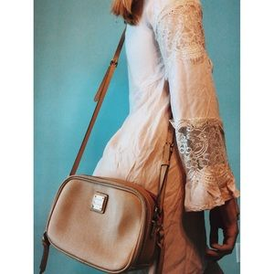 Vintage Dooney & Bourke | Tan Crossbody Bag